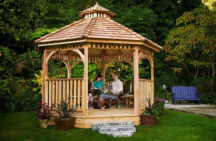 cedar-gazebo-couple-relaxing